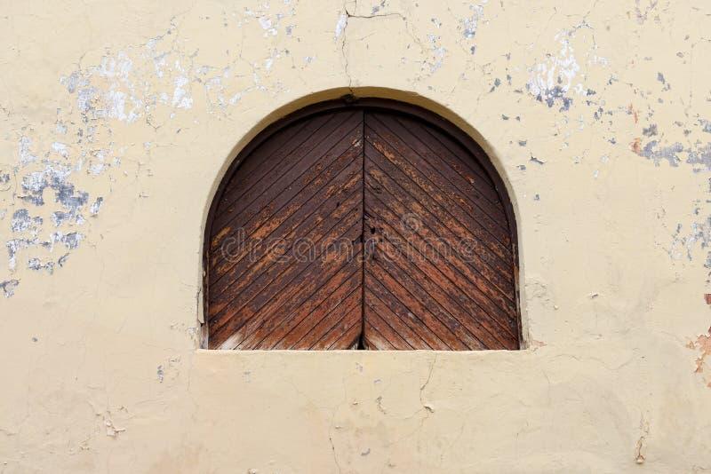 Download Окно стоковое изображение. изображение насчитывающей дверь - 33738113