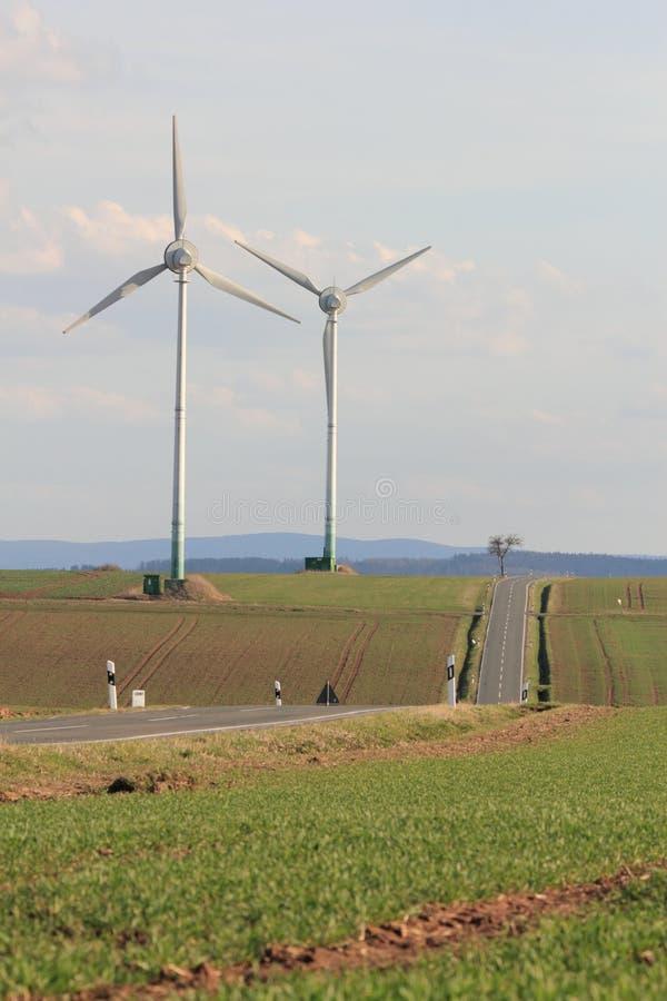 около ветра турбин дороги стоковые фотографии rf