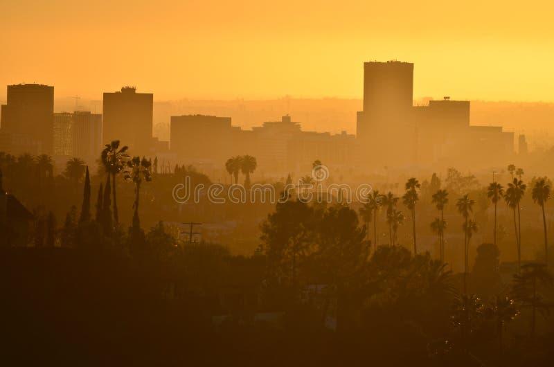 Около городского Лос-Анджелеса на взгляде захода солнца от Elysian парка стоковая фотография rf
