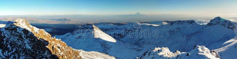 Около горы Aragats Армении Самый высокий армянский пик ` s Осень в Армении стоковые изображения