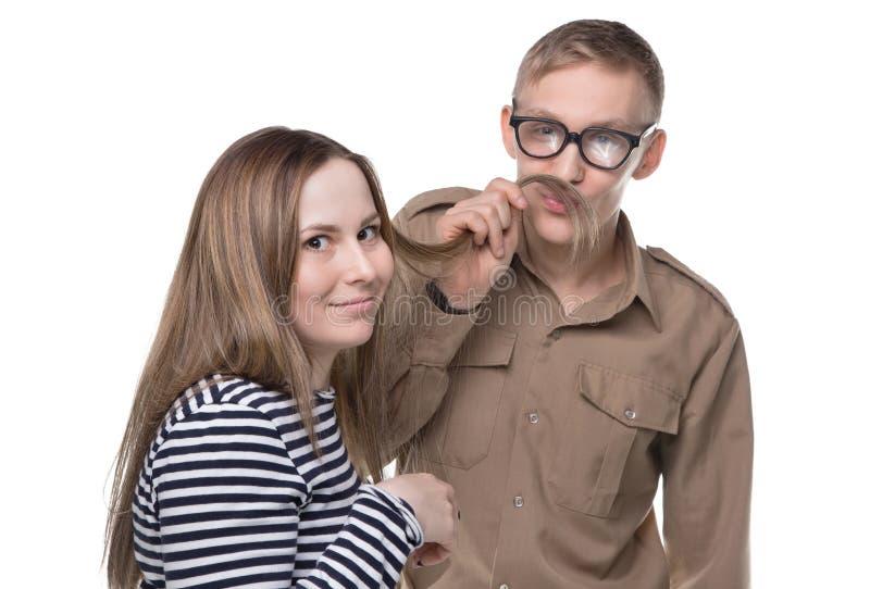 Околпачивать вокруг женщину и человека делая усик стоковые изображения