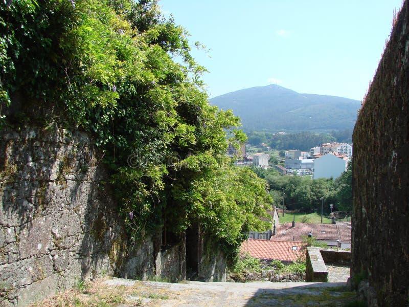 Окраины городка Padron Испания Естественные ландшафты и взгляды средневековых религиозных объектов на солнечный день стоковые фотографии rf