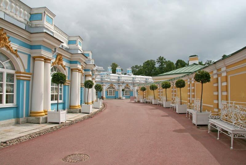 Окружность (крыла) дворца Катрина ST ПЕТЕРБУРГ, TSARSKOYE SELO, РОССИЯ стоковые фото