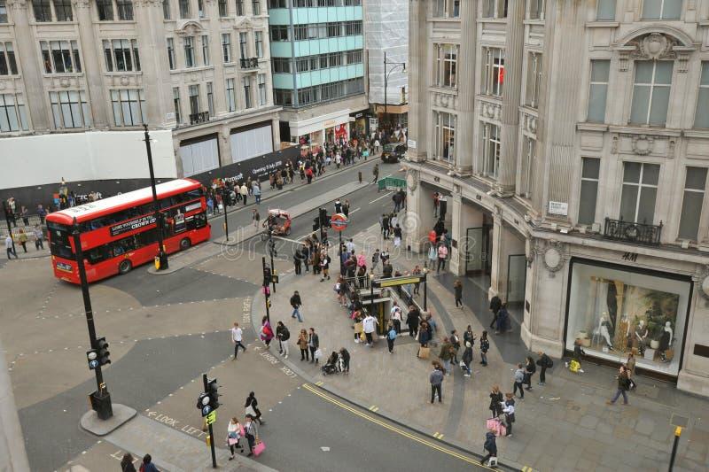 Оксфорд Steet и правящие перекрестки с движением, Лондон улицы стоковые фотографии rf
