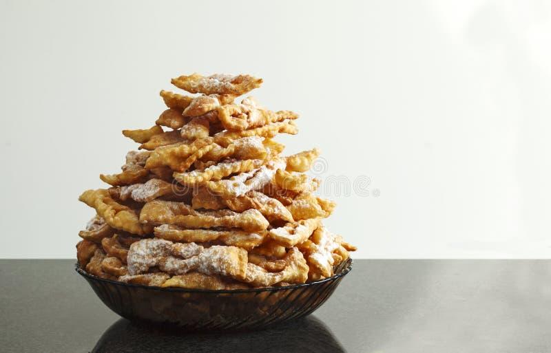Оладь оладьи запыленные с сахаром замороженности Традиционная итальянская и русская еда масленицы стоковые изображения rf