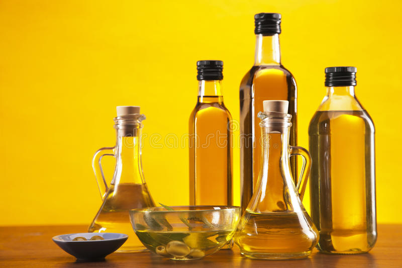 Оливковое масло и оливки стоковое изображение rf