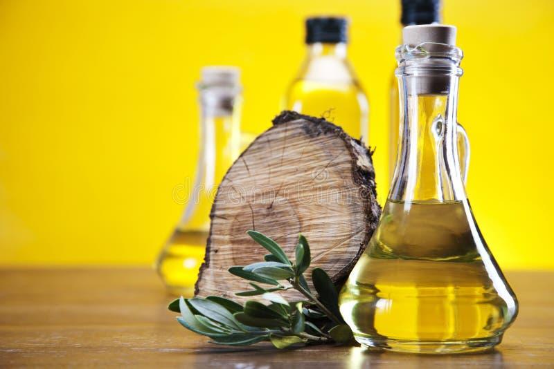 Оливковое масло и часть древесины стоковое фото rf