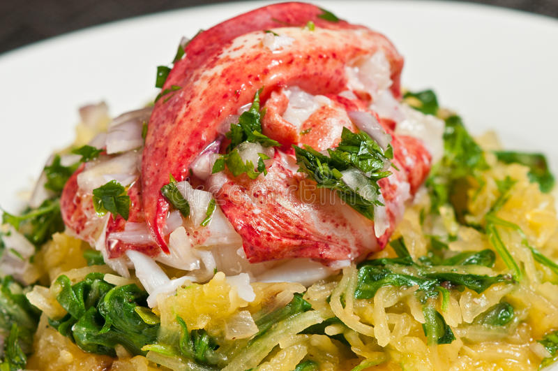 Омар с сквошом Arugula и спагетти стоковые изображения rf