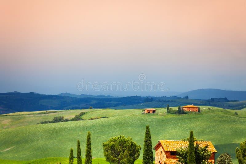 3 дома в ландшафте Тосканы, Италия стоковые фотографии rf