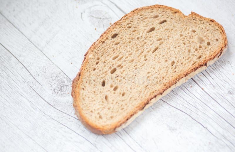 ломтик плиты вырезывания хлеба стоковые изображения rf
