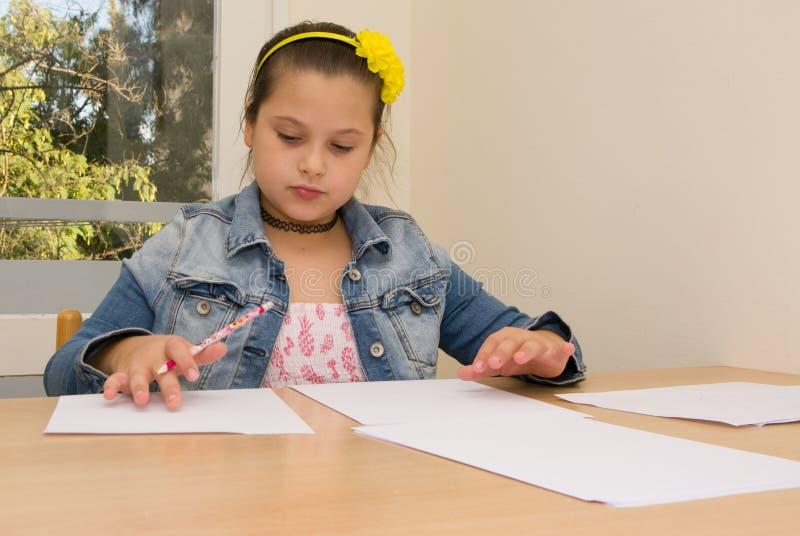дом девушки чертежа немногая стоковое фото