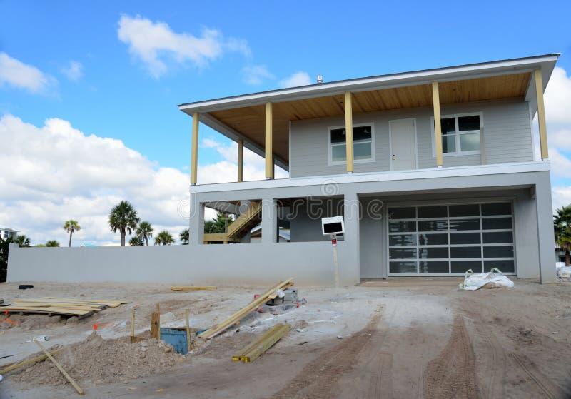 дом пляжа новая стоковая фотография