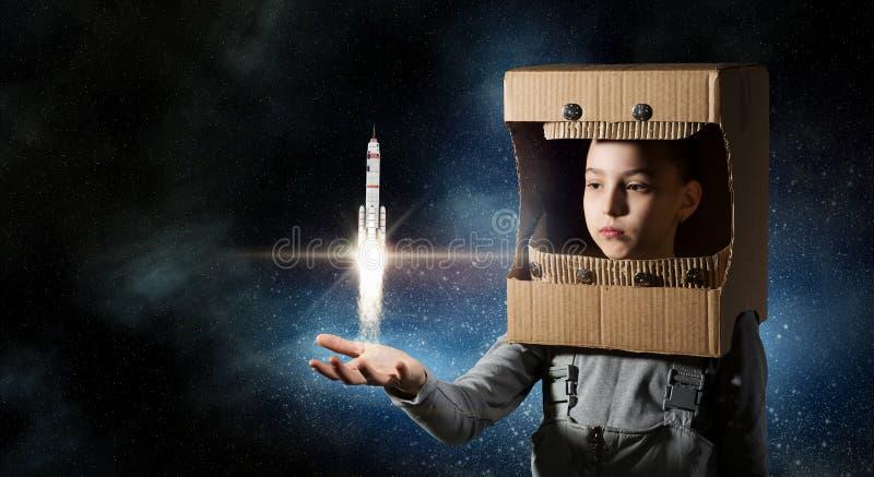 Download Она хочет стать астронавтом Мультимедиа Стоковое Изображение - изображение насчитывающей ракета, космос: 81807757