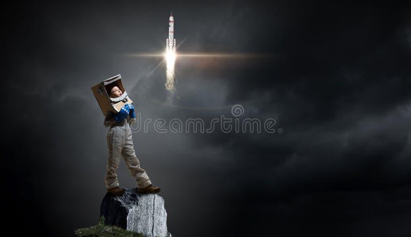 Download Она хочет стать астронавтом Мультимедиа Стоковое Изображение - изображение насчитывающей инженер, технология: 81807817