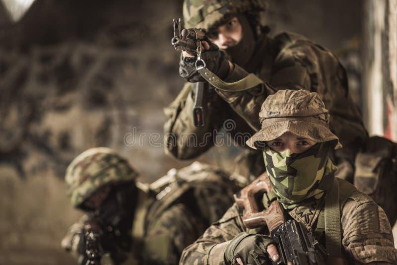 Они знают все воинские тактик стоковая фотография rf