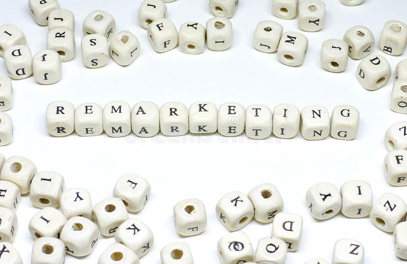 Онлайн выходя на рынок термина на abc белой предпосылки деревянном remarketing стоковые изображения rf