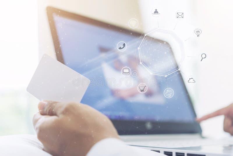 Онлайн концепция технологии дела Электронная коммерция, всемирное connec стоковые фотографии rf