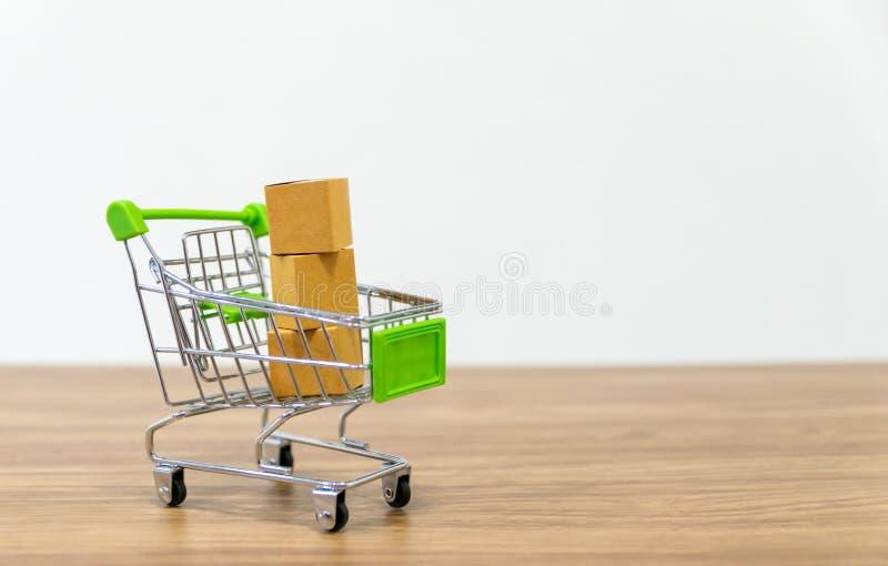 Онлайн надувательство тележки shopping удобства ecommerce стоковые изображения rf