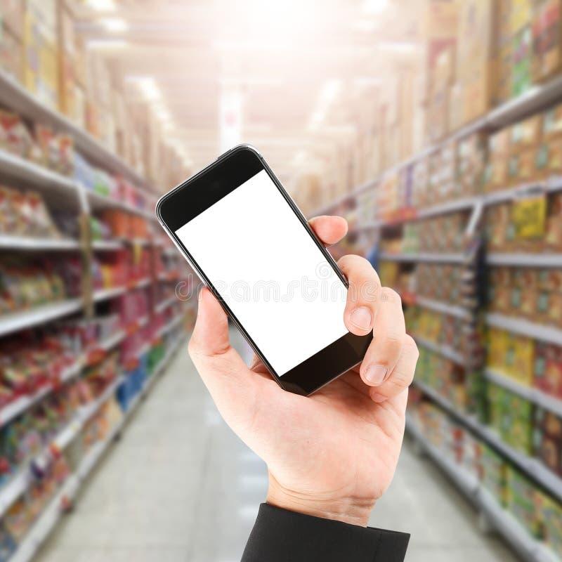 Онлайн покупки через социальные средства массовой информации стоковое фото rf