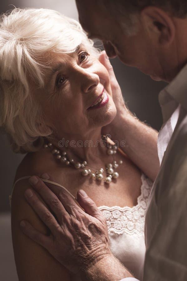 Оно никогда слишком последний для истинной влюбленности стоковое изображение rf