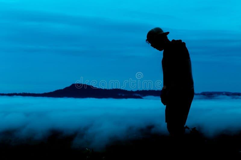 Он посмотрел туман на высоких горах стоковая фотография rf
