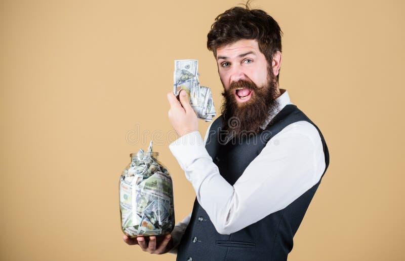 Опарник владением парня человека бородатый вполне сбережений наличных денег Безопасное место для того чтобы держать деньги Личный стоковое изображение