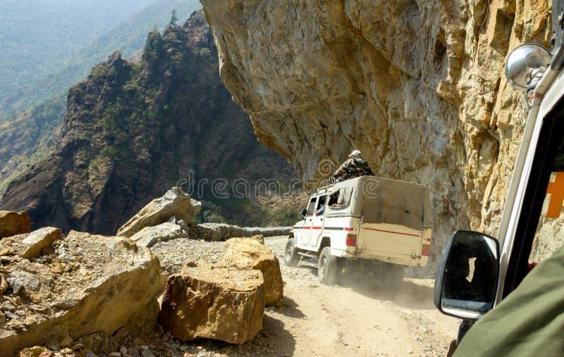 Опасная дорога горы в Гималаях стоковые изображения rf