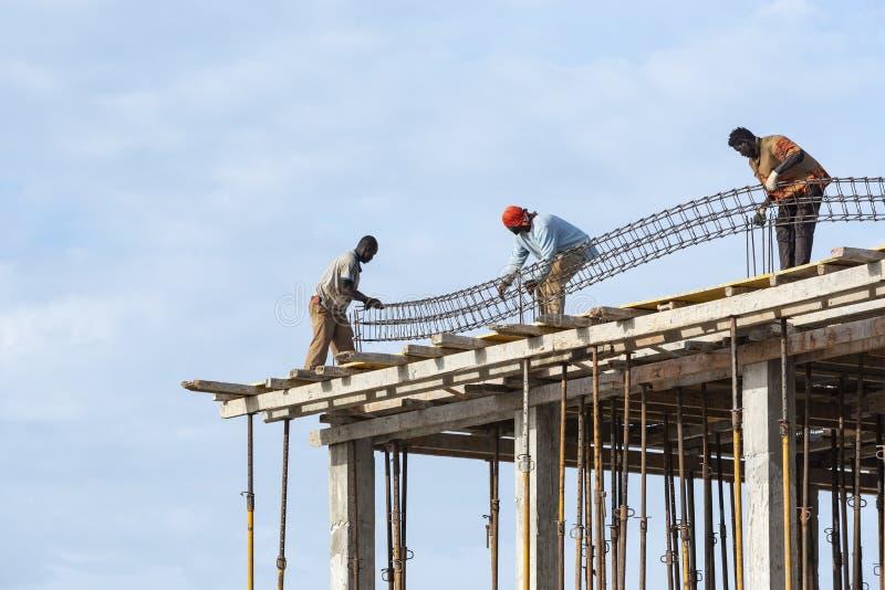 Опасная работа на строительной площадке Кабо-Верде стоковое изображение rf