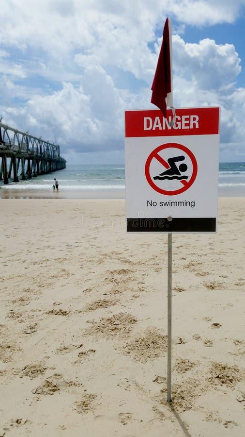 Опасность - отсутствие знака 2 заплывания стоковое фото rf