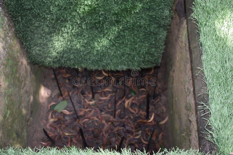 Опасные ловушки на Vietcong системах тоннеля в хие Cu в Вьетнаме, Азии стоковые изображения