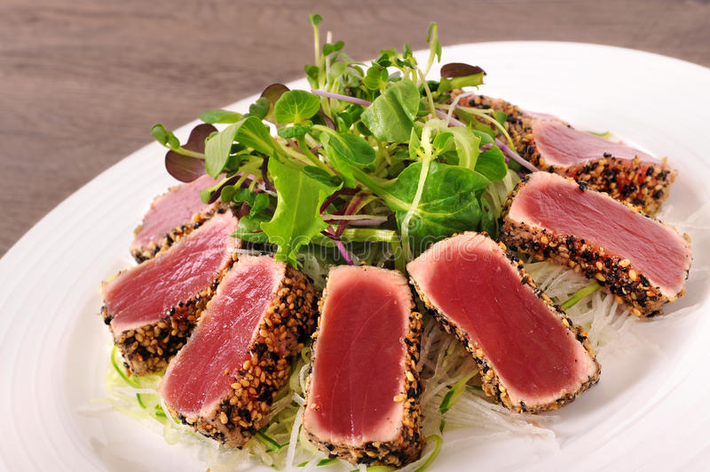 Опаленный салат тунца стоковое фото rf