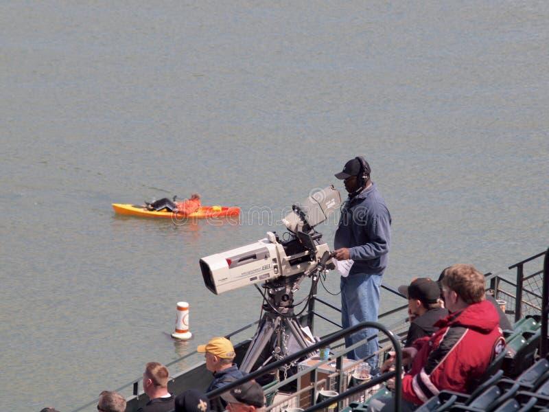 Оператор, вентиляторы, бейсбольный матч дозора Kayaker стоковые изображения rf