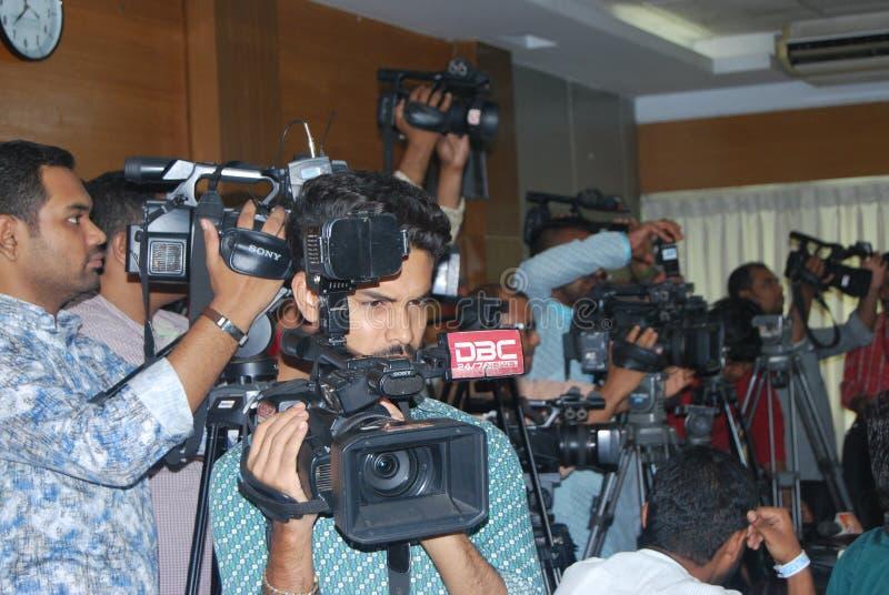 Оператор камеры должен быть профессионален в пользе Бангладеша стоковые изображения