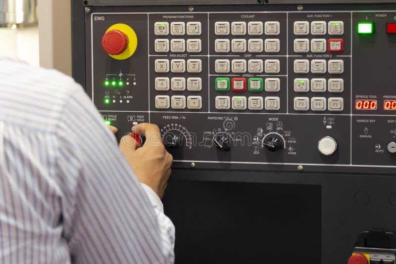 Оператор машины CNC стоковое фото rf