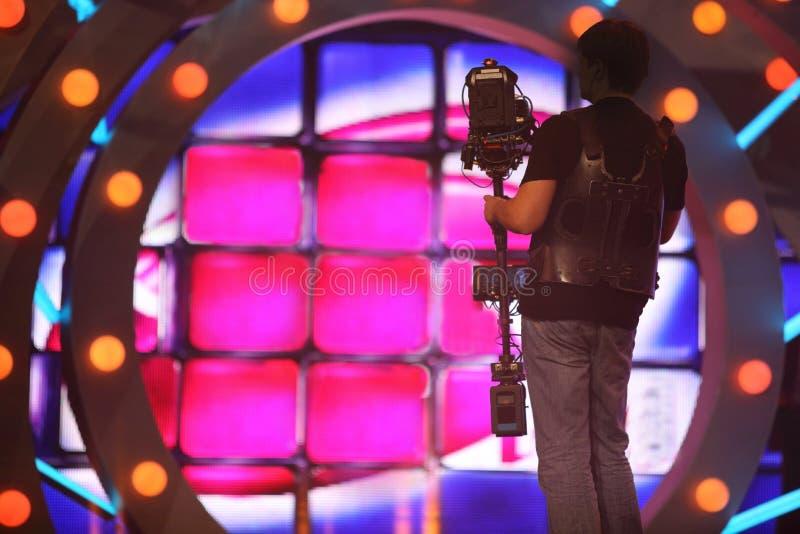 Оператор с стойкой камеры на этапе стоковые изображения rf