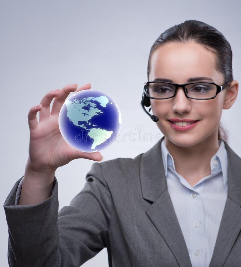 Оператор центра телефонного обслуживания в концепции глобального бизнеса стоковое изображение rf