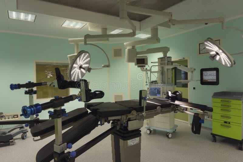 Операционная в современной клинике стоковые фото