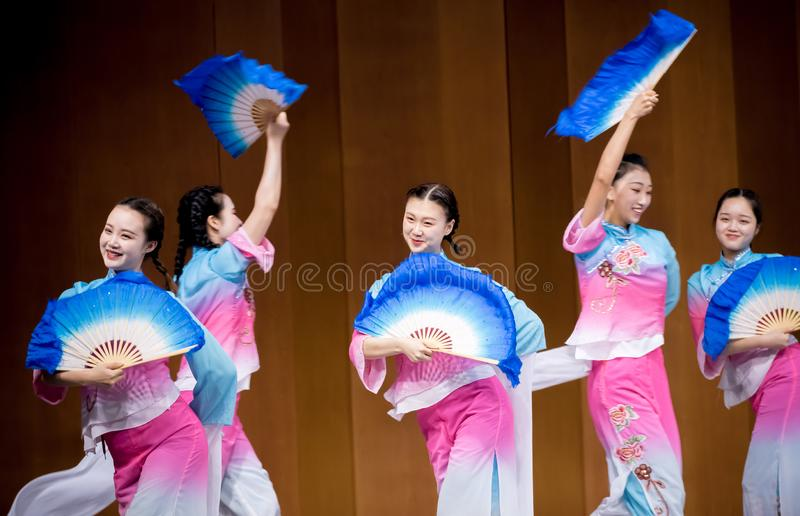 Опера девушки 5-Tea-picking камелии в южном Цзянси стоковое фото