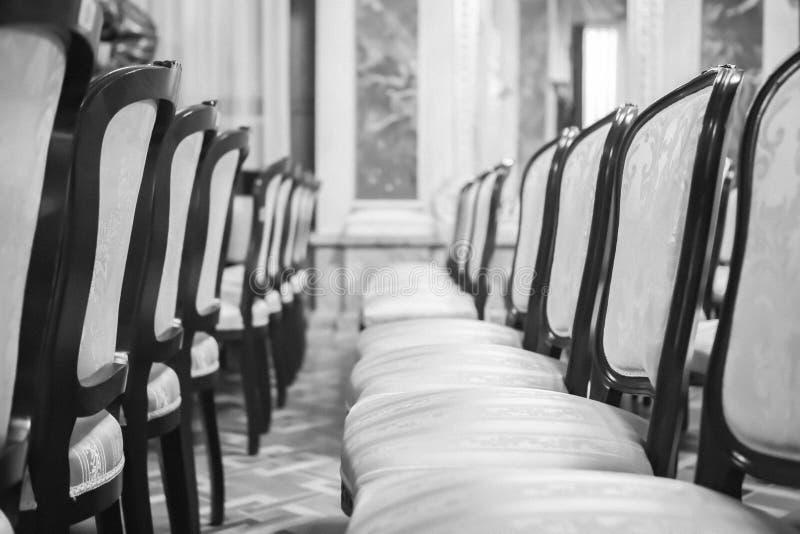 Оперный театр Львова r красивые старые стулья в театре r стоковые фото