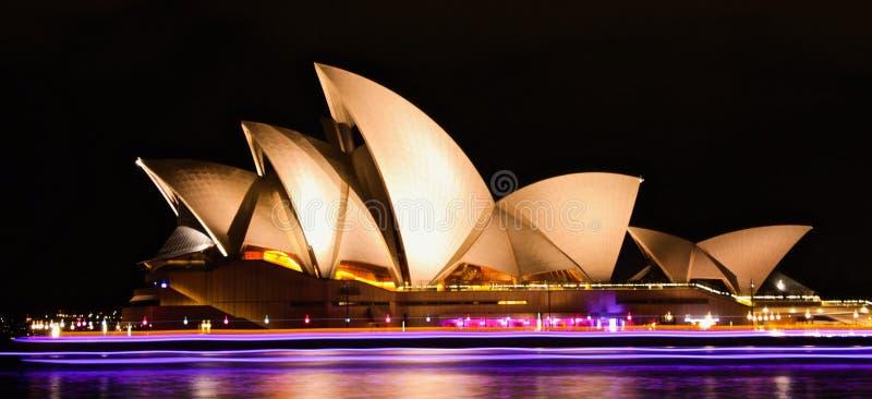 Оперный театр под светом стоковая фотография rf