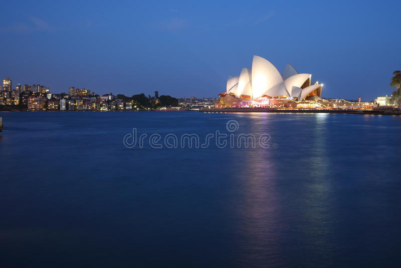 Оперный театр Сидней с горизонтом Kirribilli стоковое фото rf