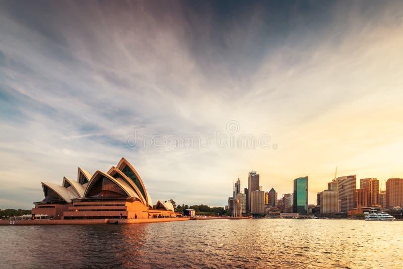 Оперный театр Сиднея и круговая набережная стоковое изображение rf
