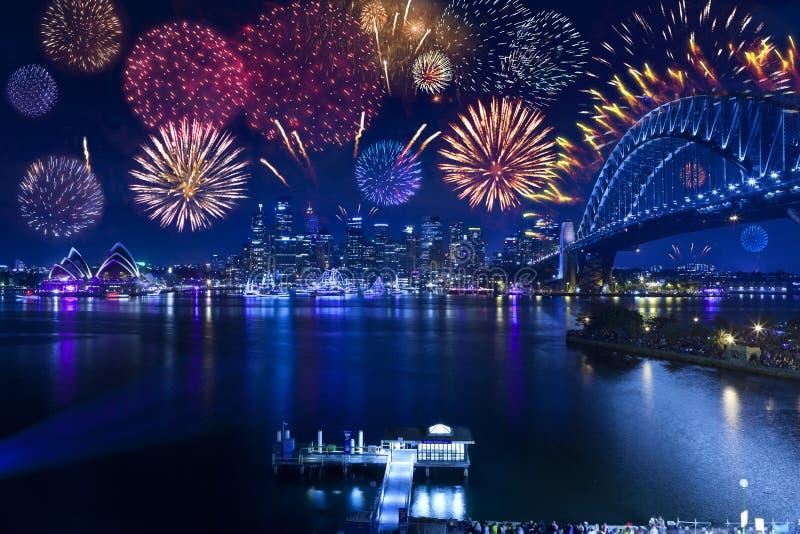Оперный театр фейерверков моста гавани Сиднея стоковое фото