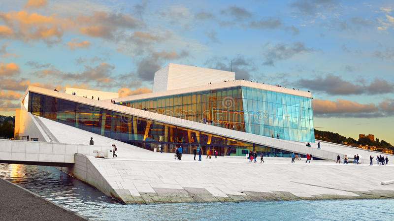 Оперный театр Operahuset Осло стоковая фотография rf