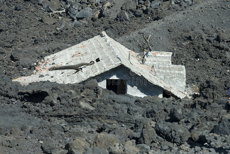 оползень дома вниз стоковое фото rf