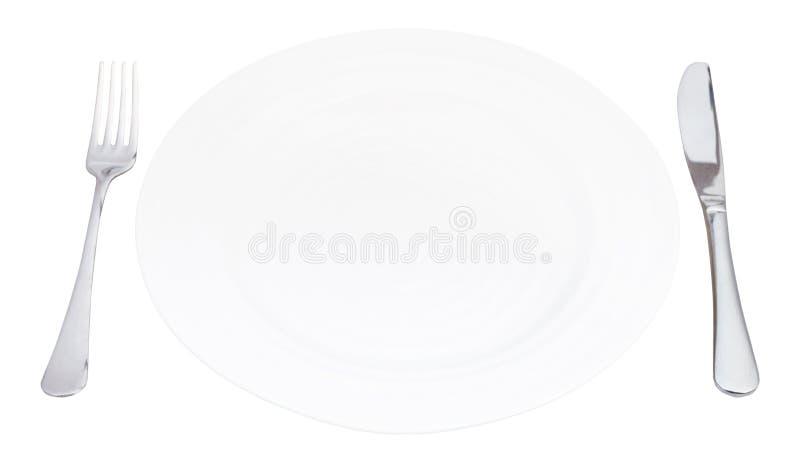 Опорожните белую плиту с вилкой и изолированный нож стоковые фото