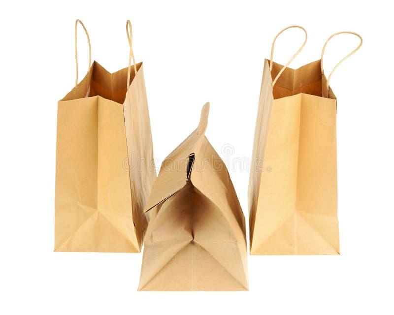 Опорожните коричневые рециркулированные бумажные хозяйственные сумки изолированные на белом backg стоковое фото rf