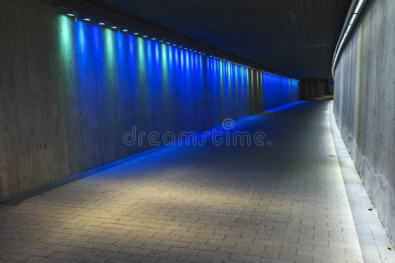 Опорожните подземный конкретный тоннель стоковые фотографии rf