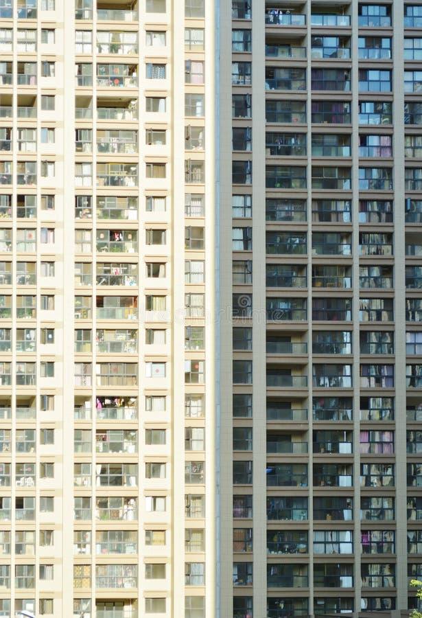 опоры группы электричества dalian фарфора жилых домов стоковые фотографии rf