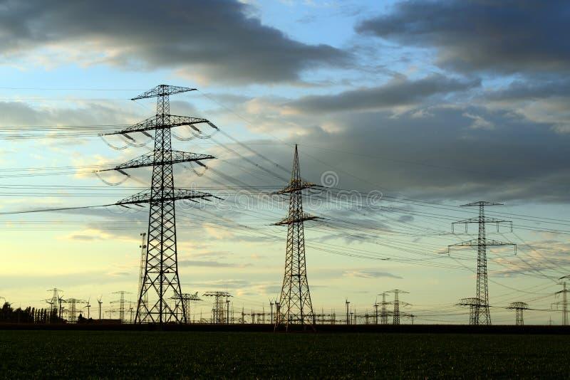 Опоры силы для транспортировать электричество стоковые изображения